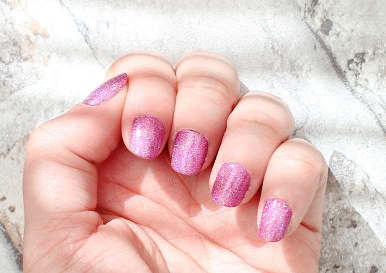 Holographic Pink Pigment Nail Review